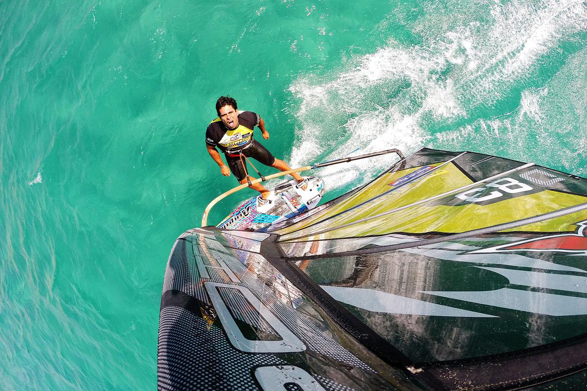 Kurosh Kiani windsurfing no handed in Fuerteventura